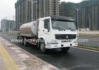 Cina Intelligent Asphalt Distributor with computerized control system and two diesel burner heating system pemasok